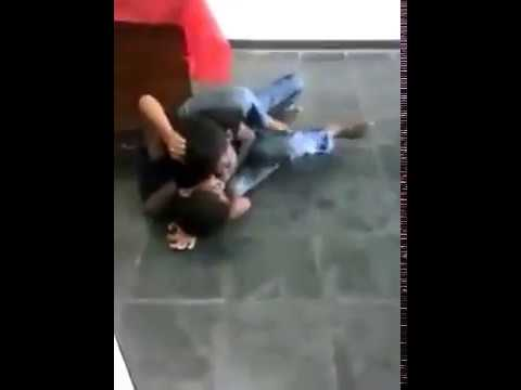 Crianças brigam feijoada ninguém tá nem aí