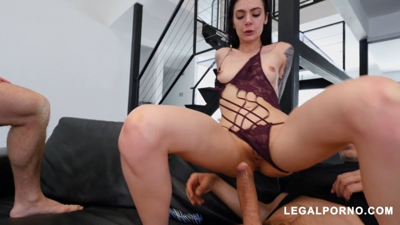 Стройняшка на двух членах Marley Brinx Gets Wrecked By Two Cocks At The Same Time porno