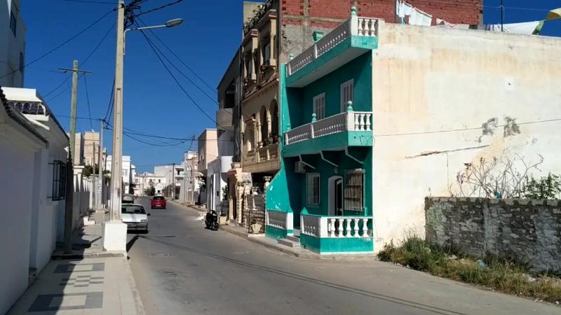 Во время намаза на улице г.Махдия (Тунис)