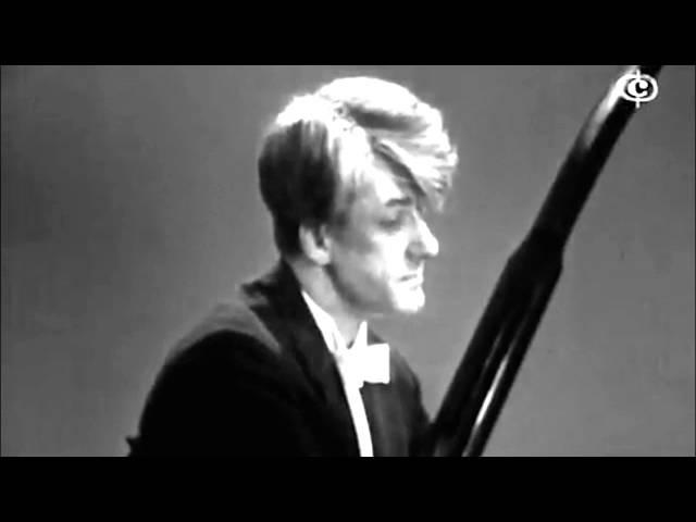 Stanislav Neuhaus plays