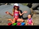 Полина с Куклой Беби Борн делает Пасочки с Сюрпризами на море