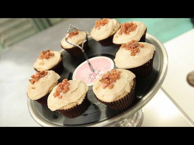 Vegan Maple Facon Donut Cupcakes