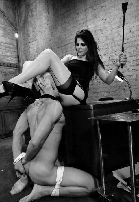покорный раб слушается госпожу порно абсолютно