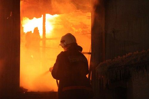 В Апатитах сгорела столярная мастерская