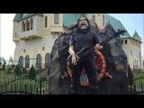 Статуя Тома Арайи в зоопарке под Киевом