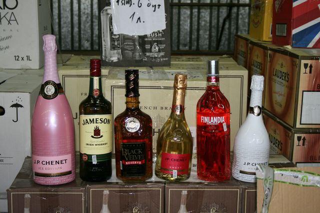 На таганрогской таможне у мужчины изъяли контрабандный алкоголь и табак на 7,2 млн рублей