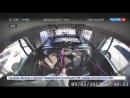 В США девушка в наручниках угнала у полицейских машину