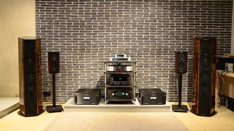 Sonus Faber Cremonese, Audio Research, Sim Audio MOON_002