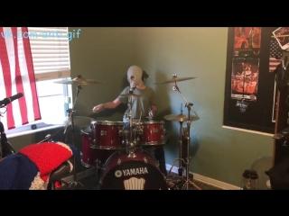 Когда папа запрещает играть на барабанах!