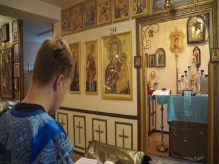 Сергей Никифоров читает послание апостола Павла к евреям, Божественная Литургия, храм св. вмч. и целителя Пантелеимона,