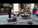 Барабанщик - жонглер-виртуоз