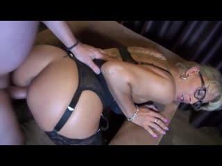Mature fucking in nylon (порно)