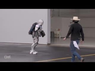 Адам Сэвидж создал прототип костюма Железного Человека, который может летать Рифмы и Панчи