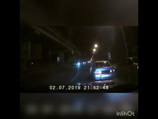 Эпичное ДТП с упавшей с Северного моста в Воронеже «Нивой» попало на видео