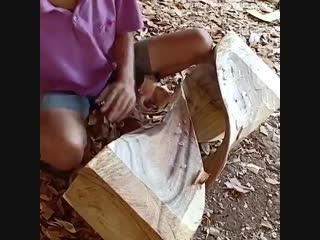 Этот парень вырезает самый невероятный стул, который я когда-либо видел!😍