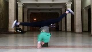 Bgirl RozMashka / Headspin practice.