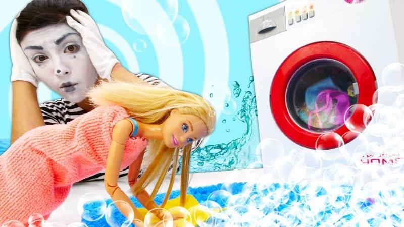 Palyaço Barbie evinde temizlik yaparken komşusunu su basıyor