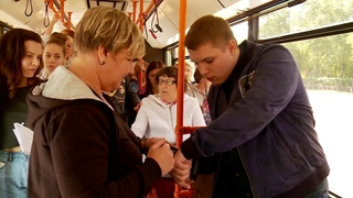 Оплата в общественном транспорте через вживленный в руку чип