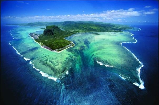 Водопады в океане