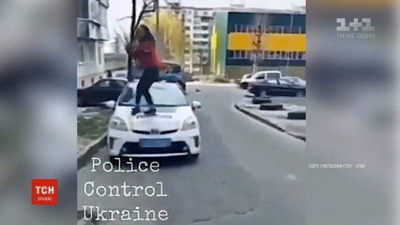 12 річна школярка влаштувала танці на капоті поліцейського авто у Рівному
