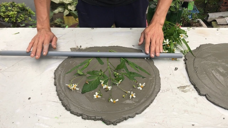 Creative cement decoration with flowers and leaves Make a circular pot for the garden