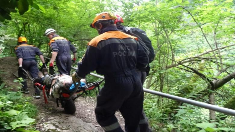 В горах КЧР срочная помощь спасателей понадобилась туристу из Майкопа