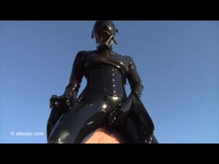 Girl_latex_catsuit_in_dildo