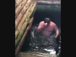 Глава Саратова на Крещение окунулся в купель