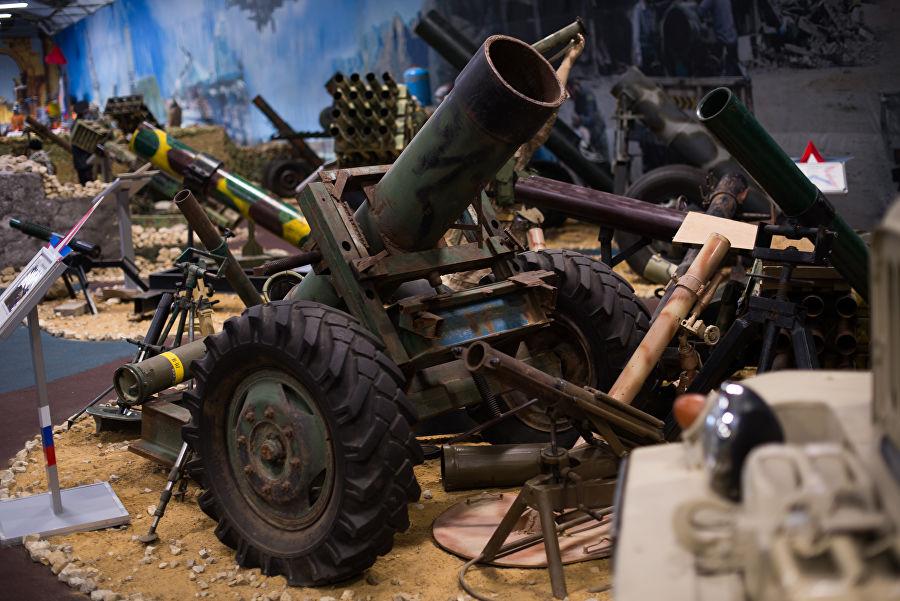 Трофеи из «песочницы»Репортаж c выставки вооружений сирийских боевиков, изображение №38