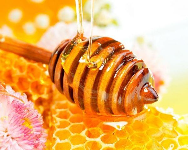 Паста для шугаринга с мёдом более пластична