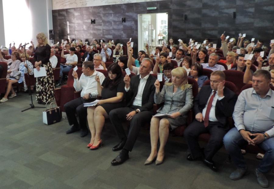 Таганрогские единороссы выдвинули и поддержали кандидатуры Андрея Лисицкого и Инны Титаренко