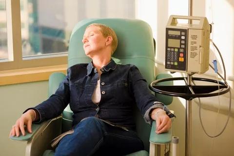 В чем разница между раком шеи и раком горла?