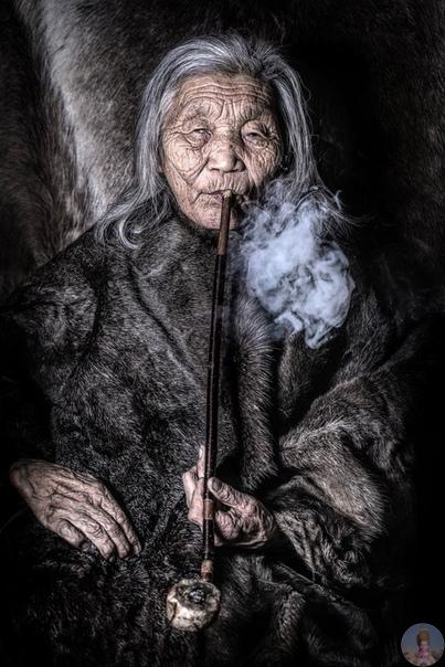 Фотограф и путешественник Александр Химушкин снимает колоритных представителей коренных народов Сибири, привозя из каждой экспедиции настоящие фото-сокровища