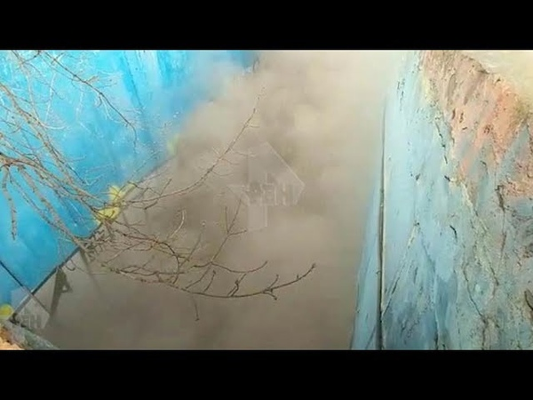 Видео с места пожара на подземной парковке жилого дома в Москве
