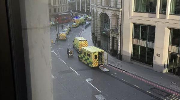 В Лондоне мужчина с ножом ранил несколько человек