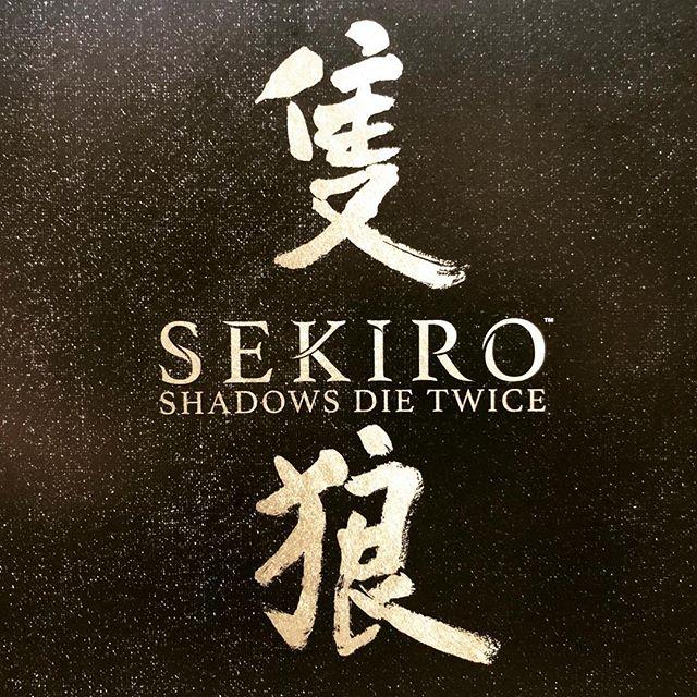 Дмитрий Куплинов: Коллекционка Sekiro: Shadows Die Twice. Видеораспаковку можете найти на канале в 6-ой серии.