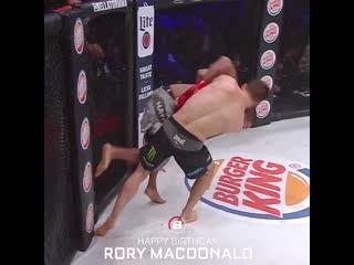 Bellator welterweight champ, rory macdonald!