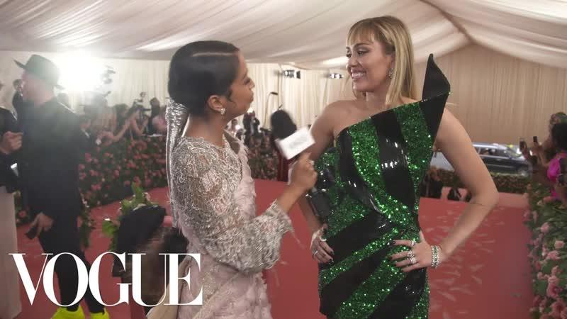 Miley Cyrus on Taking Liam Hemsworth to His First Met Gala   Met Gala 2019 With Liza Koshy   Vogue [RUS SUB]