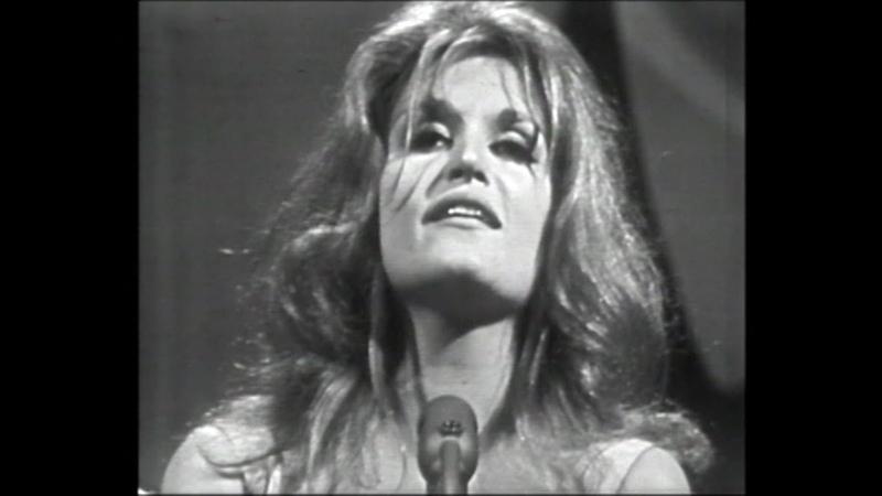 En habit du Dimanche Dalida 1963