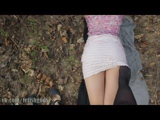 Русские школьницы задирают юбочки в лесу. Ножки в чулках (stocking pantyhose foot fetish малолетка фетиш чулки колготки)
