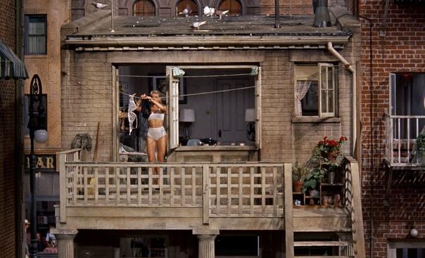 Фото соседки из дома напротив