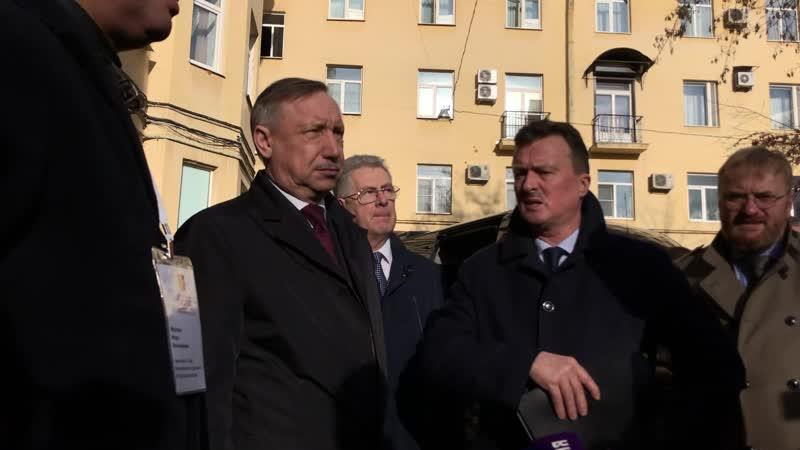 Беглов осматривает ремонт фасада дома на Московском проспекте, 200