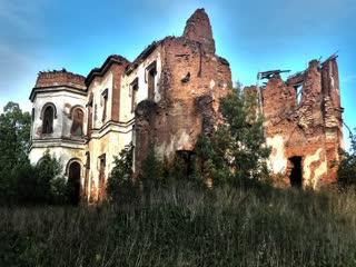 Мои фотографии Ропшинского дворца снятое мной в Ропше и Екатерининского дворца снятое  мной в Гостилицах.