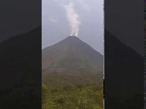 Erupcion Volcan Arenal, Costa Rica.