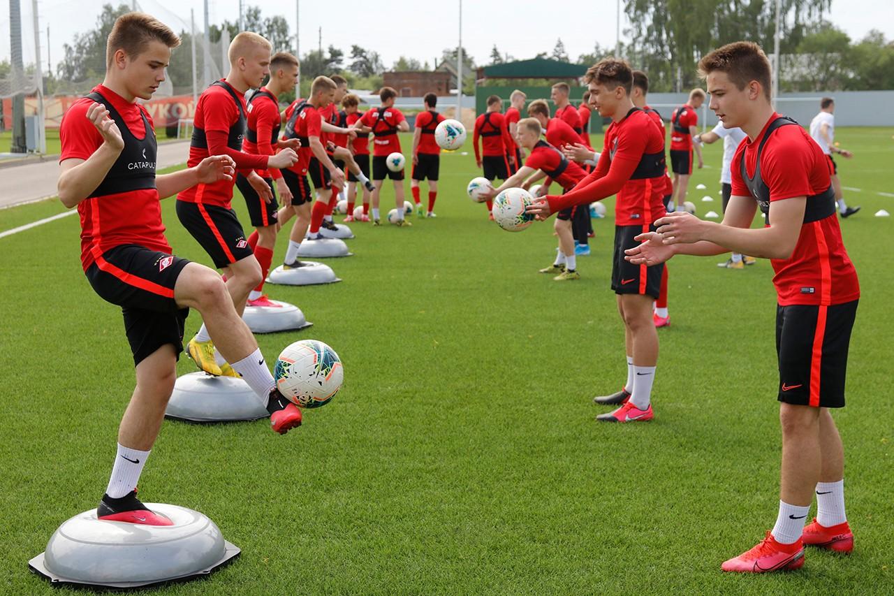 «Спартак-2» и молодежный состав начали тренировки в Тарасовке
