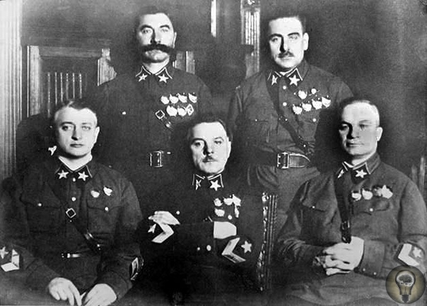 Дело Тухачевского В предвоенное время страна жила в ожидании войны. За несколько лет до нападения фашисткой Германии сотни военачальников погибли в ходе развернувшихся репрессий. Началом чистки