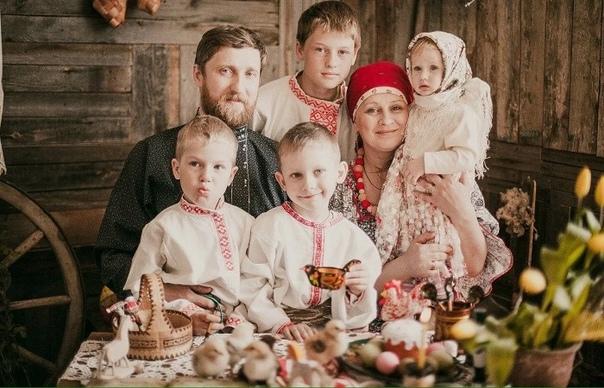 Зачем невесту на Руси на пчелиный улей усаживали и другие обряды на зачатие Не было на Руси такой свадьбы, где не желали молодым долгой совместной жизни и побольше детей. Если сегодня люди