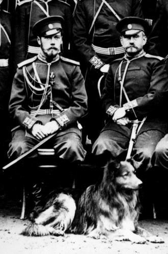 Царь Николай II с группой офицеров и со своей собакой