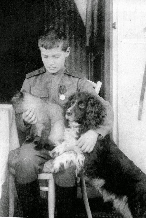Цесаревич Алексей с Джоем и семейной кошкой