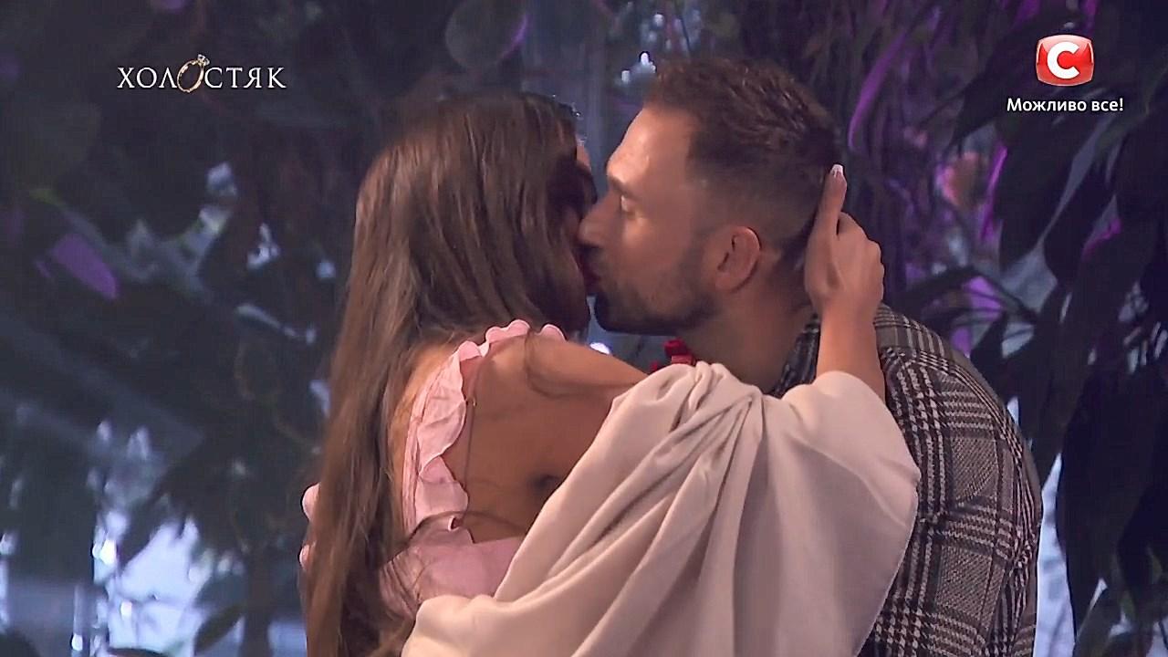 Поцелуй Даши и Макса Холостяк СТБ 10 сезон